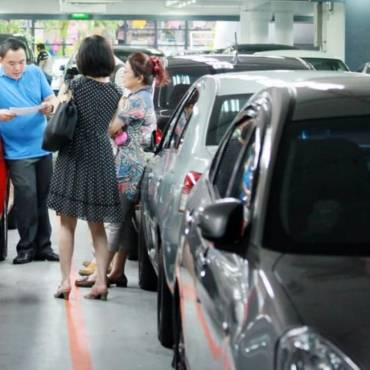Second-hand car dealers posing as owners to sell their cars